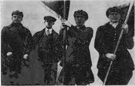 В годы индустриализации одним из зачинателей соревнования шахтеров-ударников был на Прокопьевском руднике И. А. Борисов (крайний справа)