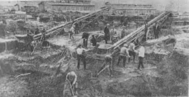 Этот снимок сделан в апреле 1930 года, когда на Кузнецкстрое начались земляные работы по сооружению первой доменной печи Кузнецкого металлургического комбината