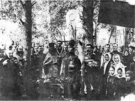 Рис. 1. Молебен на могиле А.Г. Меретеева. Фото 25.08.1912.