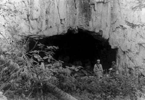 Рис. 1. Священная шорская пещера. Фото 1930-х гг.